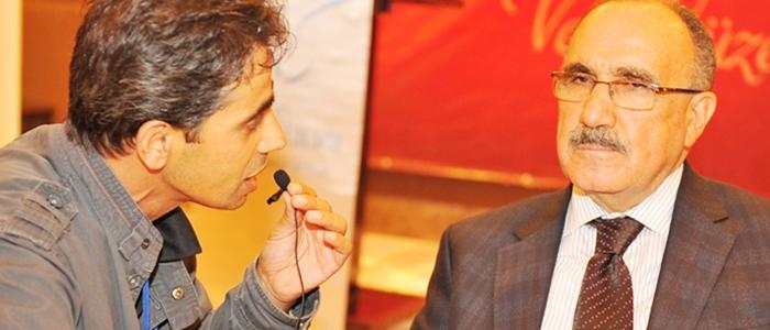 Başbakan Yardımcısı Beşir Atalay Van'da Tutku Radyo'ya konuk oldu